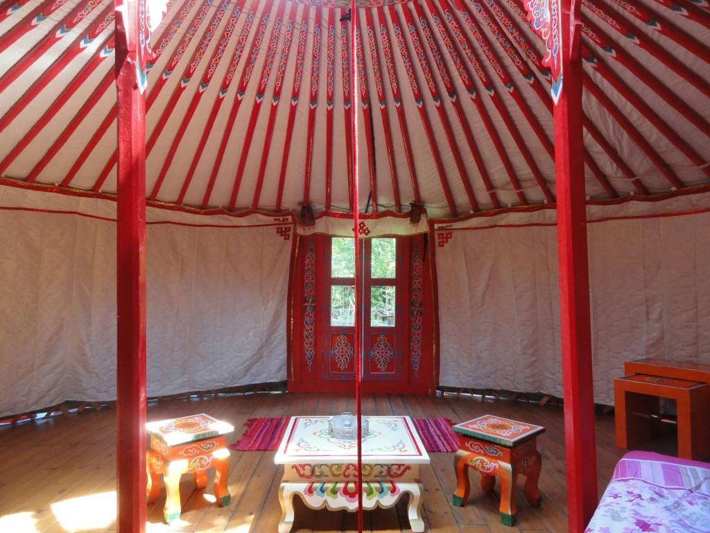 Rode Yurt voor 2 tot 6 personen