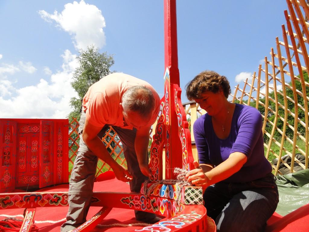 Het opbouwen van de Yurt